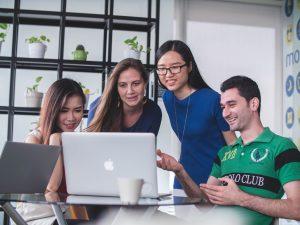 Duale Ausbildung schließt Fachkräftelücke der Internetwirtschaft