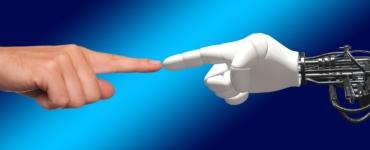 Service-Meister: Mit künstlicher Intelligenz gegen Fachkräftemangel