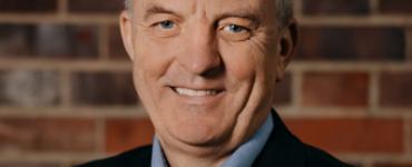 """Bienert: """"Wir brauchen große KI-Modelle mit europäischen Werten und Normen"""" – 5 Fragen an Jörg Bienert vom KI-Bundesverband"""